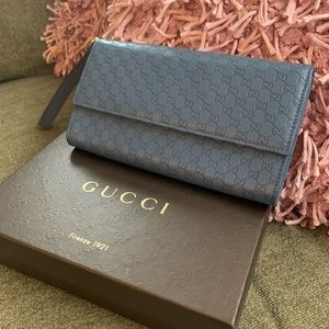 Gucci Wristlet With Inserts!